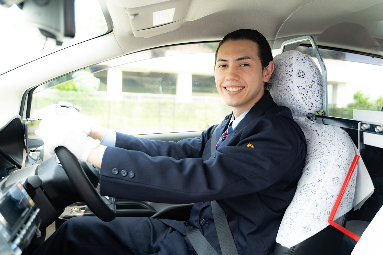 男性タクシードライバー